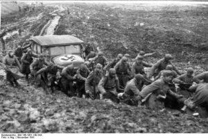 Tijdens de 'raspoetitsa' (tijd van de slechte wegen) in de lente en herfst waren de Russische wegen onbegaanbaar.