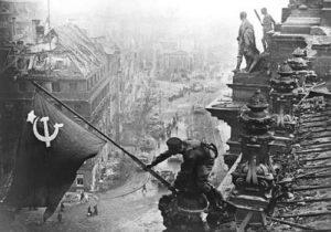 Op 2 mei 1945 plantte de Russische sergeant Meliton Kantaria de Russische vlag op de Reichstag in Berlijn. Sovjetsoldaten hadden op 30 april al een vlag op het parlementsgebouw gehesen. Omdat daar geen foto's van waren gemaakt, werd Kantaria uitgekozen om de vlag op 2 mei opnieuw te hijsen. De iconische foto werd op 13 mei 1945 gepubliceerd in het Russische Ogonyok magazine.